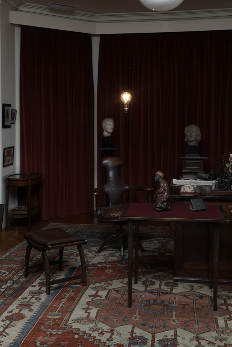 November 2008, Oliver Clegg: Nights Move at the Freud Museum